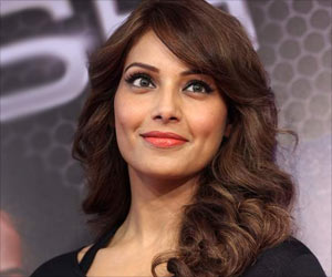 Bipasha Basu Suffers Multiple Burn Injuries On Face And Arms