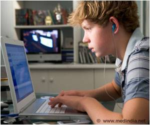 Teens Addicted To Internet At Risk For High Blood Pressure and Weight Gain
