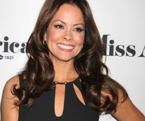 Brooke Burke-Charvet Has Successful Surgery for Thyroid Cancer