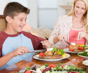 Talking With Kids During Mealtime can Improve Their Communication Skills