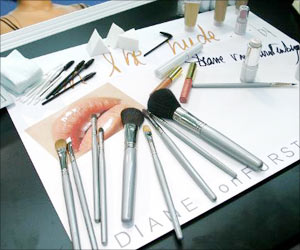 Keep Make-up Brushes Clean to Avoid Infections
