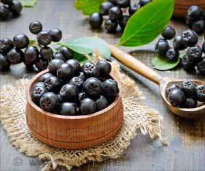 Power Up Your Breakfast Porridge with Super Berries