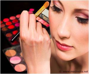 Excessive Make-up Biggest Turn-off for Men, Reveals Research