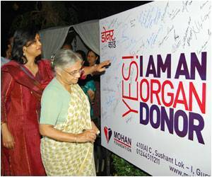 Chief Minister of Delhi and Leading Doctors Sign Pledge on Organ Donation
