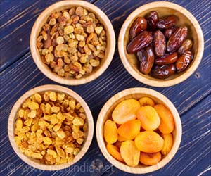 Diabetics Can Eat These 4 Dried Fruits