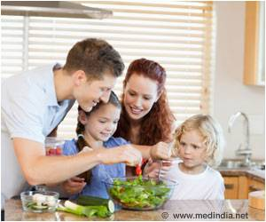 Family Meals Boost Kids' Fruit and Veggie Intake