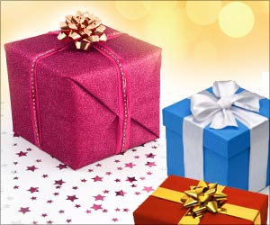 Men `Not Gifted` at Giving Gifts, Reveals Survey