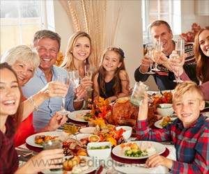 Youngsters Who Sit Down for Family Dinners More Likely to Have Healthy Eating Habits