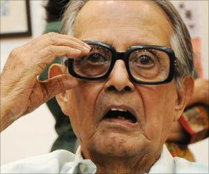 Noted Cartoonist RK Laxman on Ventilator Support