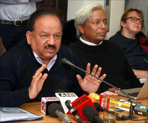 India Aims to Capture 10 Percent of Global Medical Technology Market by 2025: Harsh Vardhan