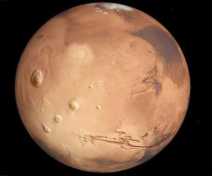 Large Underground Ice Deposit Found on Mars