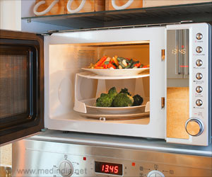 Microwaving Food in Plastic Containers can cause Infertility