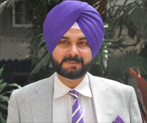 Former Indian Captain Gives a Surprise Visit to Ailing Navjot Singh Sidhu in New Delhi