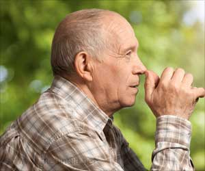 Risk of Age-related Macular Degeneration Drops in the Baby Boom Generation