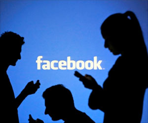 Employees Use Facebook to Take a Break From Tiredness at Work