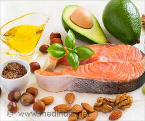 Mediterranean Diet Supplemented With Nuts or Extra-virgin Olive Oil Delays Onset of Heart Disease