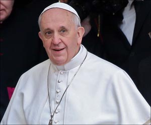 Pope Francis' Kiss Shrinks Baby Girl's Brain Tumor