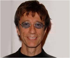 Robin Gibb Recovers from Coma Wakes Up to Cancer