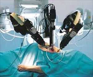 Indian-American Doctor Trains Peers in Robotic Surgery With Da Vinci Surgical System
