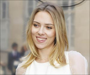 Scarlett Johansson Voted the Sexiest Woman Alive