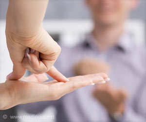 Sign Language Users Have Better Reaction Times in Their Peripheral Vision