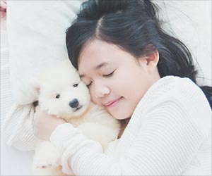 Snuggling with Pet in Bed may Affect Sleep Quality