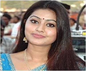 Actress Sneha Donates Her Eyes