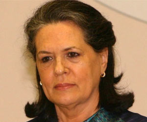 Sonia Gandhi Launches a Health Insurance Plan for the Poor in Maharashtra
