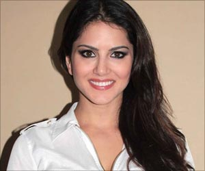 Sweets Treats are a Temptation for Sunny Leone