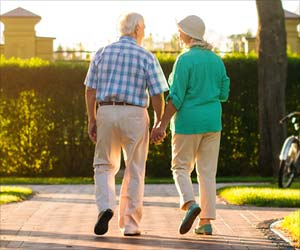 Problems in Walking Could Lead to Heart Diseases in Elderly Under 78