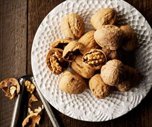 Want To Shed Extra Kilos? Eat Walnuts!
