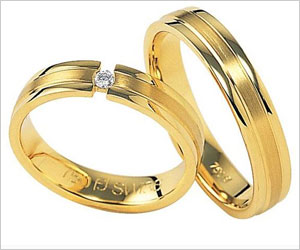 Men Wearing Wedding Bands More Likely to Attract Women
