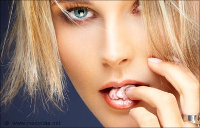Home Remedies for Ear Blockage: Chewing on sugar-free gums
