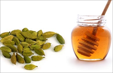 Home Remedies for Vomiting: Honey and Cardamoms